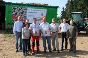 """Die Akteure des """"Eifel-Brennholzes"""" hoffen auf einen guten Start für zertifiziertes Brennmaterial. Bild: Markus Pfeifer"""