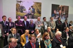 Dicht gedrängt fanden sich auch viele Eifeler bei der Pressekonferenz ein. Bild: Reiner Züll