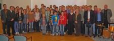 """Rund 60 Gäste kamen zu """"Köpfe 2011"""": Bürgermeister Alexander Büttner (l.) ehrte damit Bad Münstereifeler für besondere Leistungen. Foto: Stadt Bad Münstereifel"""