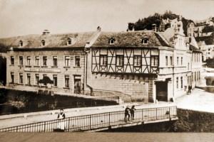 """Das """"Hotel Bungart"""" am Zusammenfluß von Urft und Olef, hier noch mit dem Vorgängernamen """"Bergemann"""" bezeichnet, in einer Aufnahme aus dem Jahre 1907. Bild: Kreisbildstelle Euskirchen"""