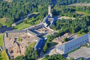 """So sieht die Baustelle rund um den """"Adlerhof"""" aus der Luft aus. Bild: Roman Hövel/vogelsang ip"""