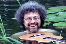 """Multiinstrumentalist Majiken wird wieder in Steinfeld in der """"Alten Abtei"""" erwartet. Bild: Margarete Kell"""
