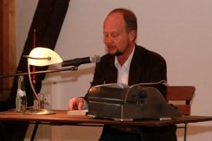 Dotiert ist der Deutsche Kurzkrimi-Preis mit insgesamt 3000 Euro. Darüber hinaus veröffentlicht Ralf Kramp (Bild) die besten Beiträge in einem Sonderband des KBV-Verlags. Archivbild: Michael Thalken/Eifeler Presse Agentur/epa
