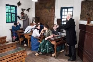 Im Schul- und Backhaus wird Unterricht wie zur Kaiserzeit abgehalten. Bild: Hans-Theo Gerhards/LVR
