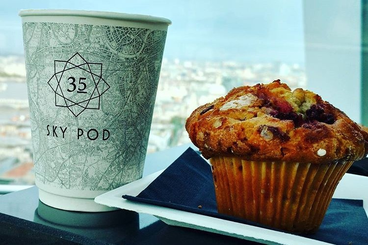 The food in London is another level, this picture is of the Sky Pod bar showing the Muffin and Latte I purchased.