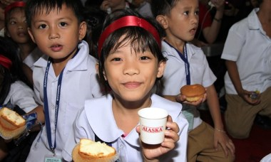 Batang Alaska School Milk Program with Sen. Loren Legarda & Jolina Magdangal-Escueta