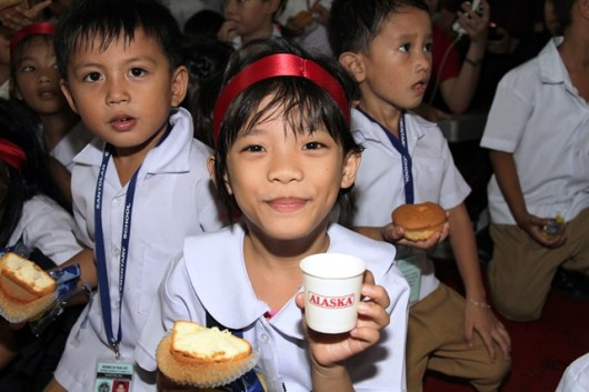 Batang Alaska School Milk Program with Sen. Loren Legarda and Jolina Magdangal-Escueta