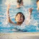 【咽頭結膜熱=プール熱】アデノウイルスが原因の子供の夏風邪、高熱と喉の痛み ― 症状と治療法