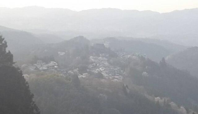 吉野山 中千本から金峯山寺蔵王堂をのぞむ