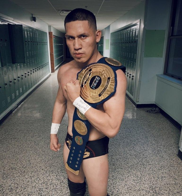 Foto-1-El-luchador-peruano-Rayo-primer-International-Open-Challenge-World-Champion.