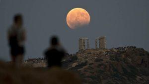 Αυγουστιάτικη πανσέληνος: Σήμερα το μεγαλύτερο φεγγάρι του έτους