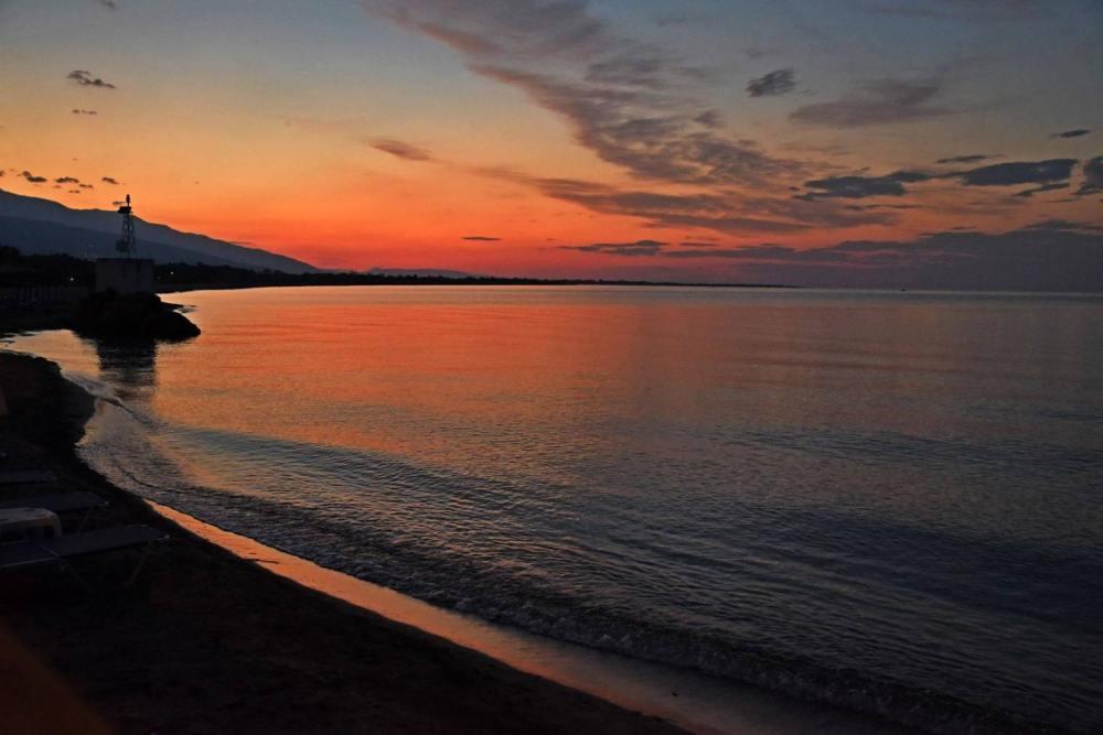Read more about the article Μαγεία το ηλιοβασίλεμα… Μπορείτε να μαντέψετε ποια παραλία της Λάρισας είναι; (ΦΩΤΟ)