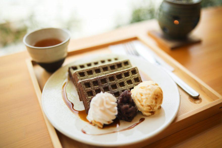 仁淀川を一望できるカフェ「茶農家の店 あすなろ」。