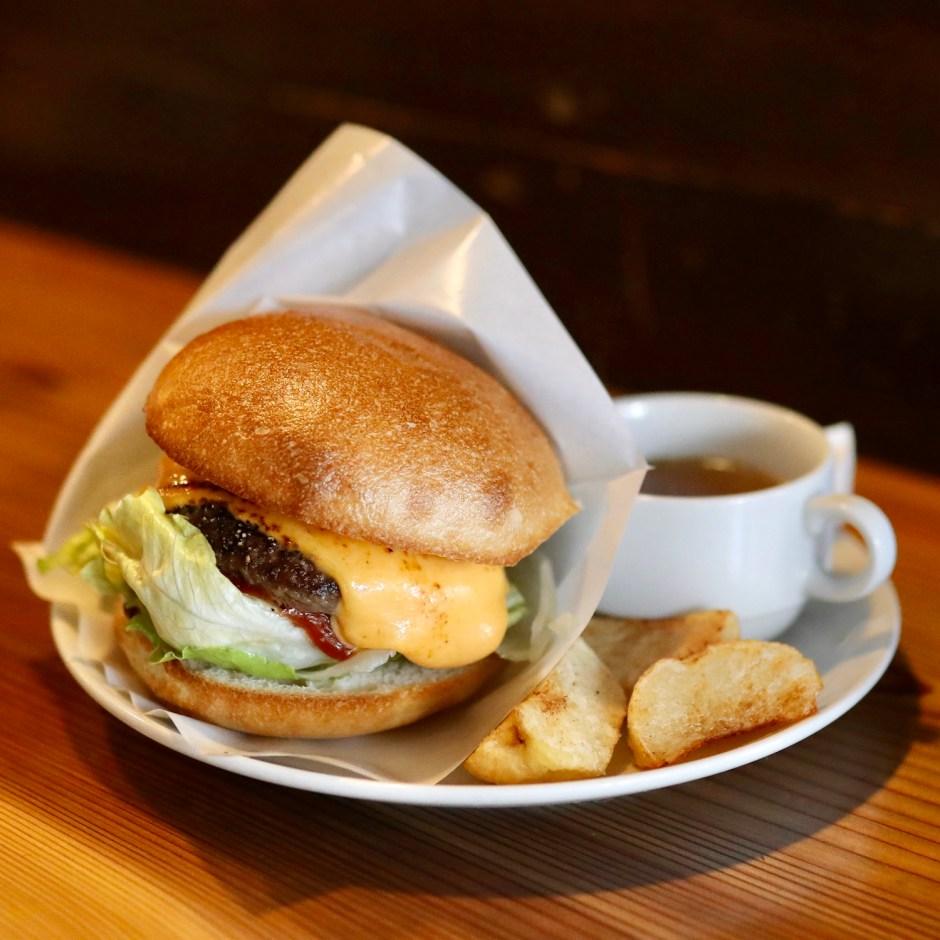 フェニックスバーガー (PhoenixBurger) 高知で一番美味しい!升形商店街入り口のハンバーガー専門店。