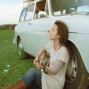 YUI – Laugh Away ~YUI Acoustic Version~ [480p] [PV]