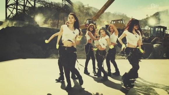 Girls Generation - Catch Me If You Can (Korean Ver.) [720p]   - eimusics.com.mkv_snapshot_00.46_[2015.08.13_04.56.13]