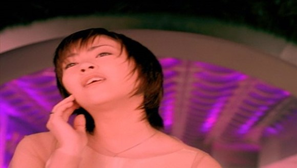 [2001.02.16] Utada Hikaru - Can You Keep A Secret (DVD) [480p]   - eimusics.com.mkv_snapshot_02.50_[2015.12.21_20.46.44]