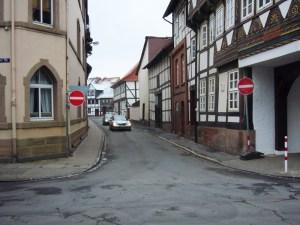 Zurzeit ist Durchfahrt verboten, die Maschenstraße Einbahnstraße.
