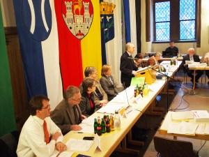 Torsten Wendt (l.) bei der konstituierenden Ratssitzung im Februar.