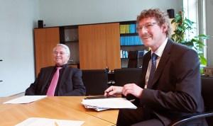 Frank Doods (r.) mit Finanzminister Peter-Jürgen Schneider.
