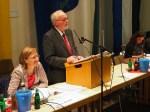 """Ratsvorsitzender Bernd Amelung an der """"Kiste"""". Archivfoto"""