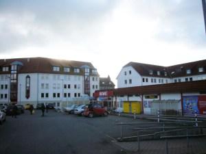 Der Markt am Neuen Rathaus möchte sich vergrößern. Archivfoto Dezember 2012