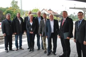 CDU-Verkehrsexperten mit hiesigen CDU-Vertretern auf dem Bahnhof in Salzderhelden. Foto: CDU