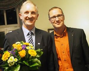 Blumen für den, der nicht mehr antrat: Joachim Stünkel (l.) mit seinem Nachfolger Roy Kühne.