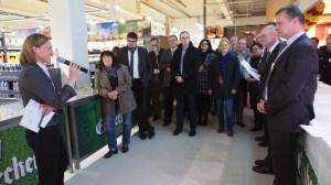 Sie bringen Einbeck voran: Bürgermeisterin Dr. Sabine Michalek bei der Eröffnung mit Matthias Nünemann (r.) und Marcus Schlösser (2.v.r.) sowie Vertretern des Stadtrates.