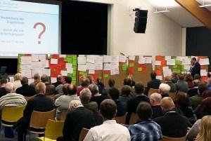 Viele Ideen, aus denen eine Strategie werden soll. Rund 100 Teilnehmer arbeiten am Integrierten Entwicklungs- und Handlungskonzept (IEK).