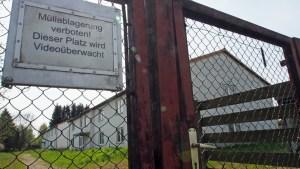 Äußerlich sichtbar hat sich noch nichts getan am ehemaligen Flüchtlingswohnheim am Kohnser Weg, das zum Haus der Jugend werden soll.