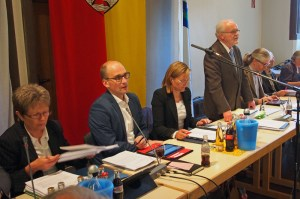 Christa Dammes (Finanzen), Frithjof Look (Bauen), Bürgermeisterin Dr. Sabine Michalek, Ratsvorsitzender Bernd Amelung und Dr. Florian Schröder (Wirtschaftsförderun g und Recht).