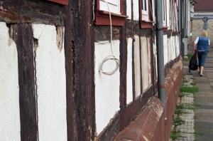 Marode Fassade des ehemaligen Waisenhauses in der Baustraße.