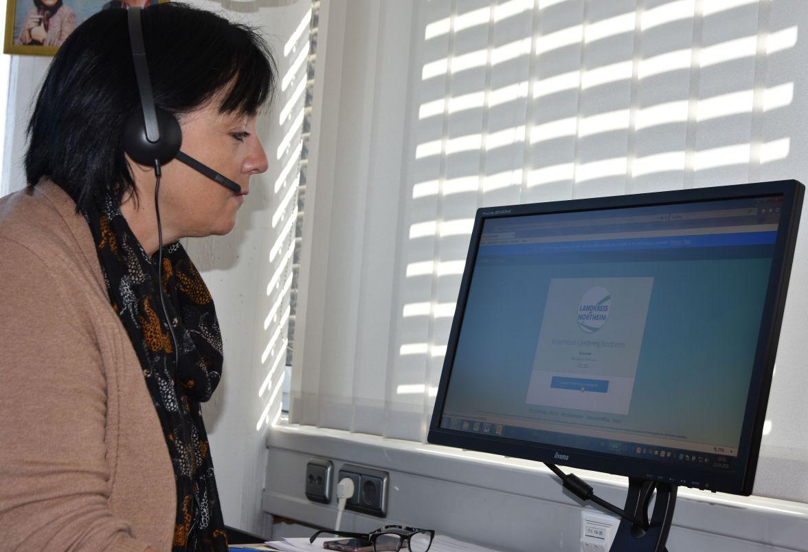 Landrätin Astrid Klinkert-Kittel (SPD) bei einer Telefonkonferenz. Foto: Landkreis Northeim