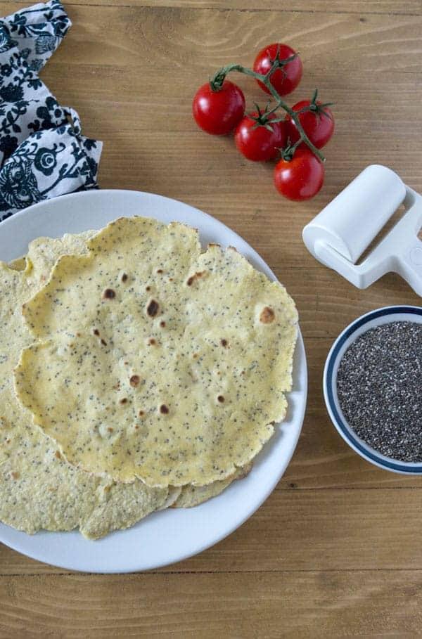 Weizen-Mais-Tortillas mit Chia Samen. Schnell selbstgemacht, kalorienarm, gesund und natürlich verdammt lecker. www.einepriselecker.de