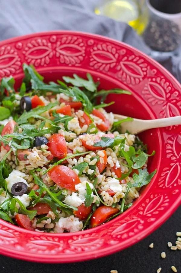 Zartweizensalat mit Rucola, Cherrytomaten und Oliven. Leichte, leckere Küche. Schnell gemacht und perfekt für´s Buffet. www.einepriselecker.de