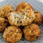 Cheesy ovenbaked cauliflower-mozzarella-balls. Delicious and easy to prepare. Recipe in english and german.