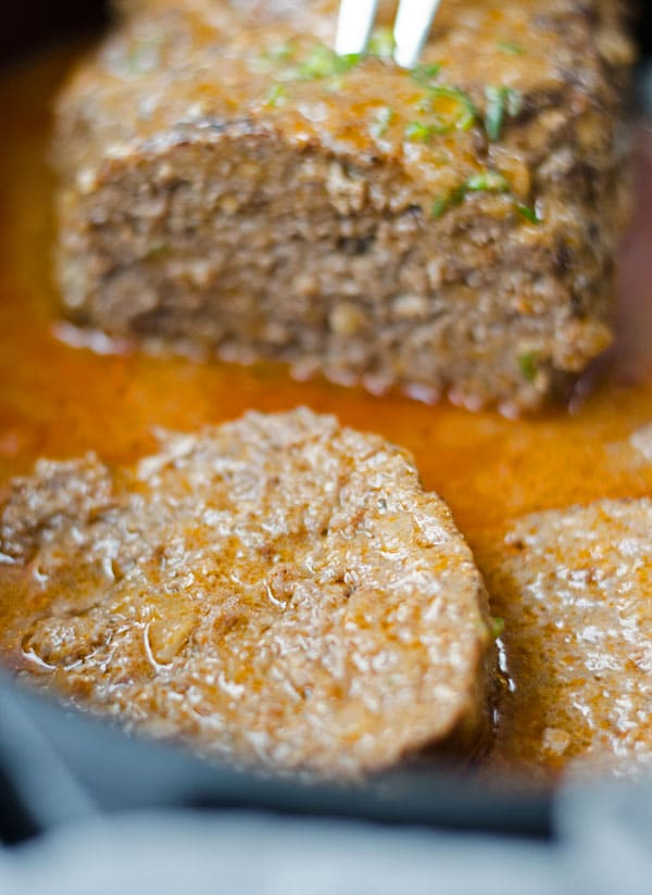 juicy and delicious meatloaf. Leckerer Hackbraten. Saftig und würzig, mit leckerer Sauce. Recipe also in english! www.einepriselecker.de