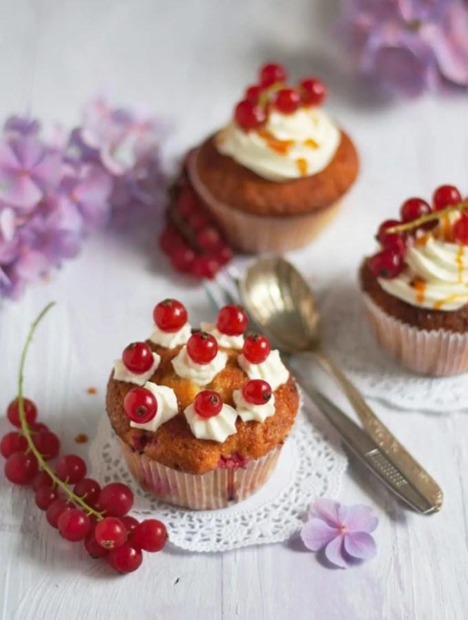 Johannisbeercupcakes mit Frischkäsecreme (Gastbeitrag)
