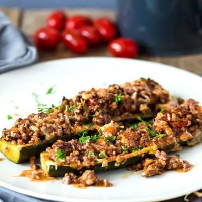 Zucchiniboote mit Hack aus dem Ofen – low carb, high protein