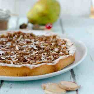 Saftiger Birnenkuchen mit Zimt. Total einfach gemacht, super lecker und nur 178 Kalorien für ein Stück. www.einepriselecker.de