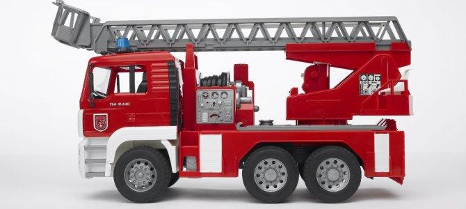 Feuerwehrauto – das mag jedes Kind als Geschenk