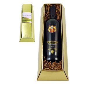 Vollmundiger und fruchtiger Rotwein aus der Rebsorte Montepulciano, überzeugt durch intensive Aromen von roten Früchten und Waldbeeren sowie ausgewogener Tanninstruktur. Dieser Montepulciano d´Abruzzo spiegelt die Robustheit und Schönheit der Region Abruzzen wider; Bitte eine halbe Stunde vor Genuss öffnen. 1 Flasche Montepulciano d´Abruzzo DOC, 0,75l, L´Acciano, in attraktiver Schmuckflasche, Merano, im Goldbarren-Schmuckkarton mit rotem Sizzle Pack ausgestattet und im Umkarton als Übergabepräsent verpackt. Zutaten: 0,75l Montepulciano d&apos;Abruzzo: 12,5% vol.. Allergiehinweis: Enthält Sulfite.<br>