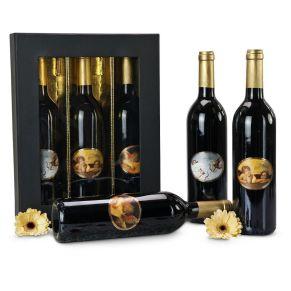Ein himmlisches Wein-Präsent. 3 Flaschen trockener Rotwein Cabernet Sauvignon, je 0,75 l, mit 3 verschiedenen Engel-Motiven ausgestattet, Edel verpackt in schwarzem Geschenkkarton, Maße: ca. L36 x B27 x H66 cm. Allergiehinweis: Enthält Sulfite<br>