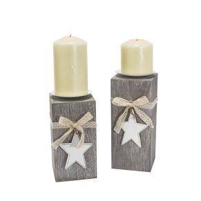 Dekorative Kerzenhalter mit Metallhalterung und niedlicher Verzierung. Lieferung erfolgt ohne Kerzen. Für Kerzen mit einem Ø von ca. 10 cm geeignet, Maße: jeweils ca. L10 x B10 cm, 24 und 21 cm hoch, Gewicht: ca. 1,1 kg, Material: MDF, Metall, Textil.<br>