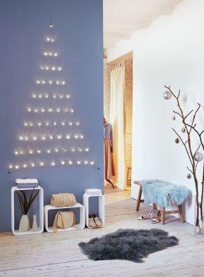 Ein dezenter Lichtvorhang, mit dem man schöne Akzente an einer Wand oder im Schaufenster setzten kann. 66 LEDs, Maße: ca. B110 x H170 cm, Kabellänge ca. 285 cm, Gewicht: ca. 0,5 kg, Material: Kupfer, LEDs.<br>