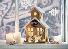 Verbreitet eine schöne weihnachtliche Stimmung in Ihrem Schaufenster, auf Ihrem Empfangstresen etc. Mit hübscher Innen- und Außenbeleuchtung. Nur für den Innenbereich geeignet, Batterien: 2 x1,5V Mignon AA (nicht im Lieferumfang enthalten), Maße: ca. B20 x T10 x H30 cm, Gewicht: ca. 0,5 kg, Material: Holz.<br>