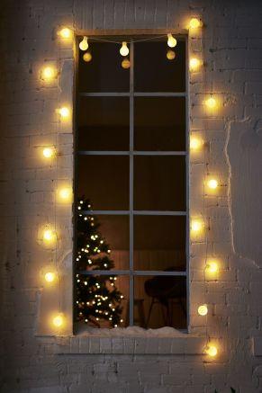 Stimmungsvolle besondere Lichtdekoration für den Innen- und Außenbereich geeignet. Mit 20 LEDs, warm-weiß, Die einzelnen Schirme können mit den Clips an Geländern o.ä. befestigt werden, Kontur-Stecker-Netzteil, Maße: ca. L480 cm, Birnen ca. 6 cm Ø, Gewicht: ca. 0,5 kg, Material: Kunststoff.<br>