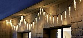 Sorgt für winterliche Stimmung. Für den Innen- und Außenbereich geeignet, mit 40 LEDs, Farbtemperatur: Warmweiß, Maße: ca. L400 cm, Eiszapfen je ca. 16 cm hoch, Gewicht: ca. 0,6 kg, Material: Kunststoff.<br>