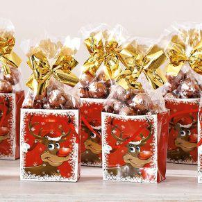 10 Weihnachtstüten aus Papier, jede ist gefüllt mit 50 g Süßwaren. Vollmilch-Schokokugeln mit Milchcreme- und Kakaocremefüllung, Maße: je Tüte ca. B6,5 x T3,5 x H8 cm, Gewicht: ca. 0,7 kg, Material: Tüten: Papier, Süßwaren: Vollmilchschokolade, Milchcreme, Kakaocreme. Zutaten: Zucker, Kokosfett, VOLLMILCHPULVER, Palmöl, Kakaobutter, Kakaomasse, MAGERMILCHPULVER, SÜSSMOLKENPULVER, Emulgator: Sonnenblumenlecithine; Vanille-Extrakt, Kakaopulver, HASELNUSSMARK, natürliches Aroma. Vollmilchschokolade: Kakao 32% mindestens. Allergiehinweis: Kann Spuren enthalten von: anderen SCHALENFRÜCHTE, GLUTEN und SOJAPRODUKTE!<br>